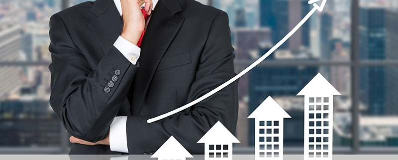 A Graphics Showing How an Aspiring Real Estate Agent Improves Their Career